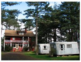 02-lodge-and-avenue-of-trailers